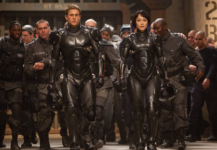 Charlie-Hunnam-and-Rinko-Kikuchi-prepare-for-battle-in-Pacific-Rim